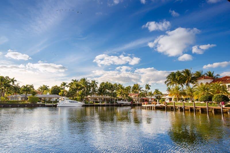 Iate e casas caros no Fort Lauderdale fotos de stock royalty free