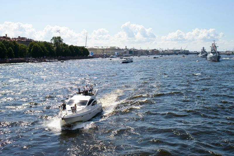 Iate em Neva River foto de stock royalty free
