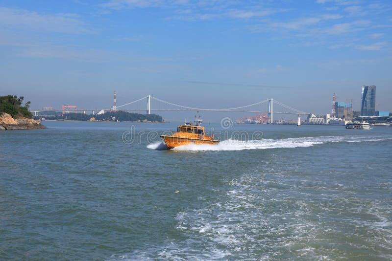 Iate luxuoso do barco do poder no mar azul Estilo de vida, aéreo fotos de stock royalty free