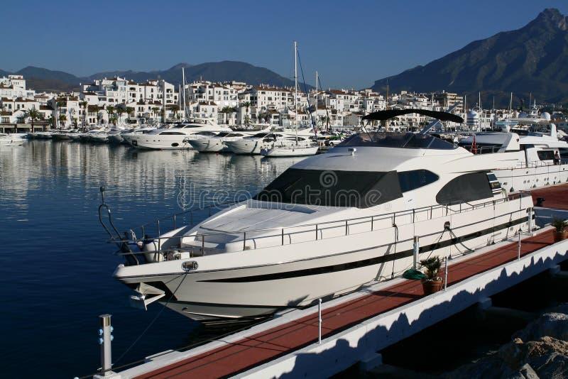 Iate luxuoso em Marbella fotos de stock
