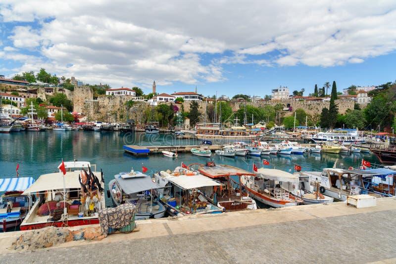 Iate no porto velho em Antalya Turquia fotografia de stock