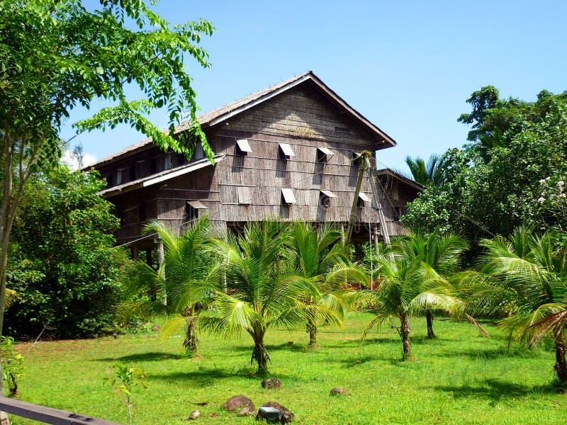 Download Iban Tribe Longhouse Nel Borneo Sarawak Fotografia Stock - Immagine di casa, headhunter: 55360658
