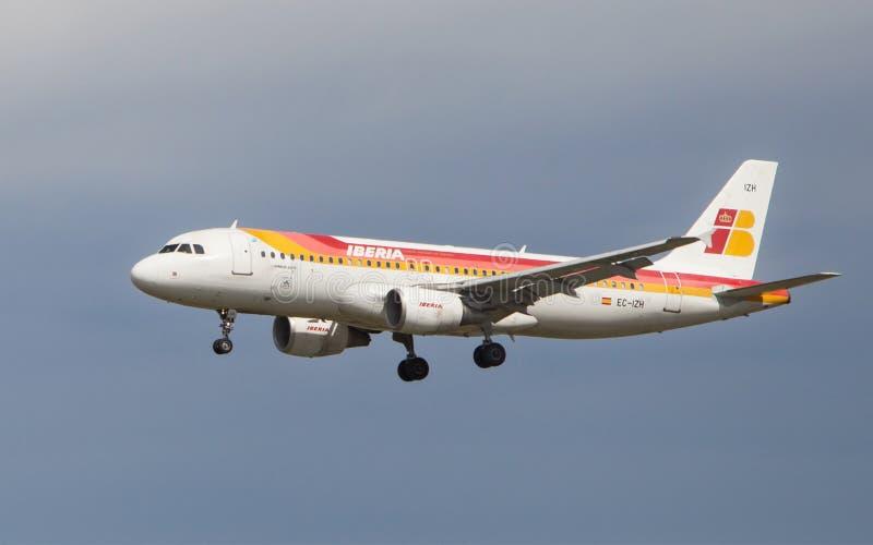 Download Iberia Aerobus A320 zdjęcie editorial. Obraz złożonej z reklama - 53787936
