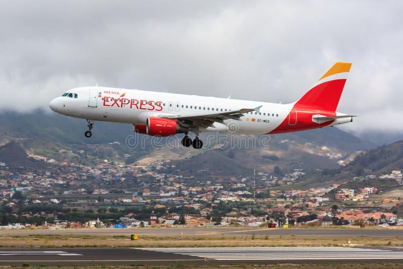 Iberia uttrycklig flygbuss A320 på Tenerife arkivbild