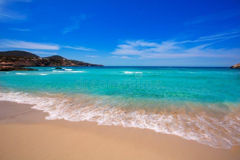 Ibiza海滩的Cala Tarida在巴利阿里群岛 免版税库存照片
