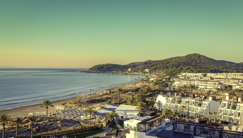 Ibiza Eivissa, lever de soleil au-dessus de Playa d'en la plage de Bossa images stock