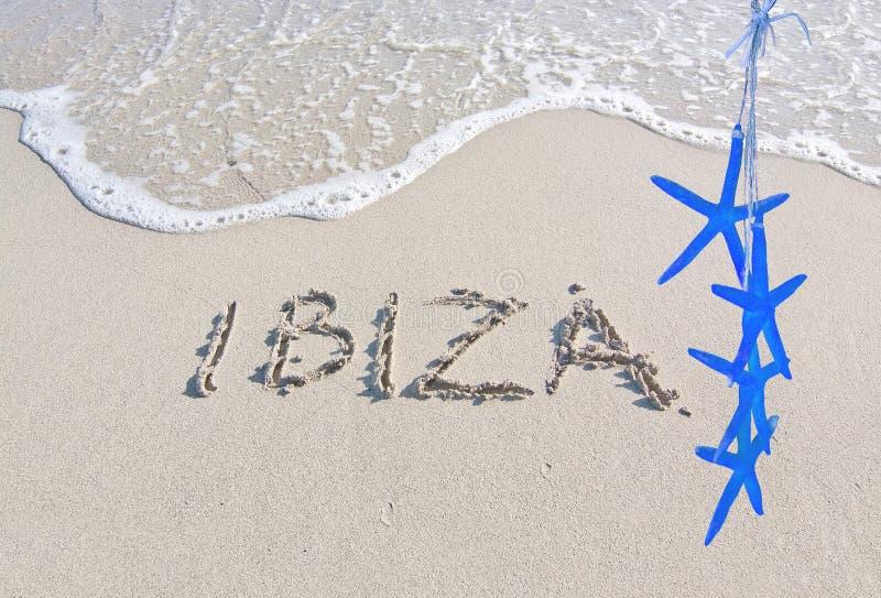 Ibiza escrito na areia fotos de stock royalty free