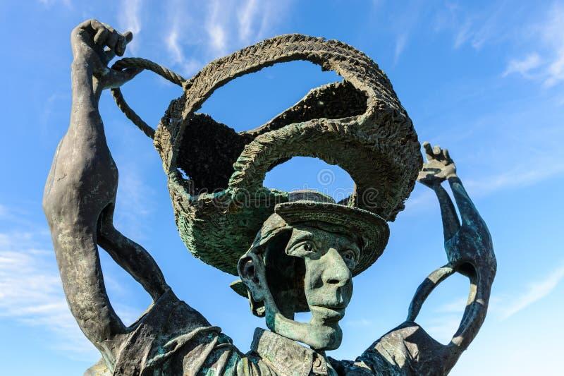 Ibiza, HISZPANIA 20 listopada 2012 r. Rzeźba w hołdzie dla robotników kopalni soli na Ibizie W pobliżu kościoła San Francec obrazy royalty free