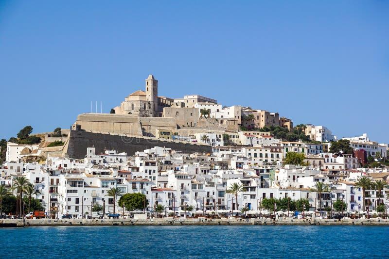 IBIZA, SPANJE, 18 Juli 2018: Weergeven van Dalt Vila of Hogere Stad en zijn kathedraal in Ibiza, Spanje stock foto's