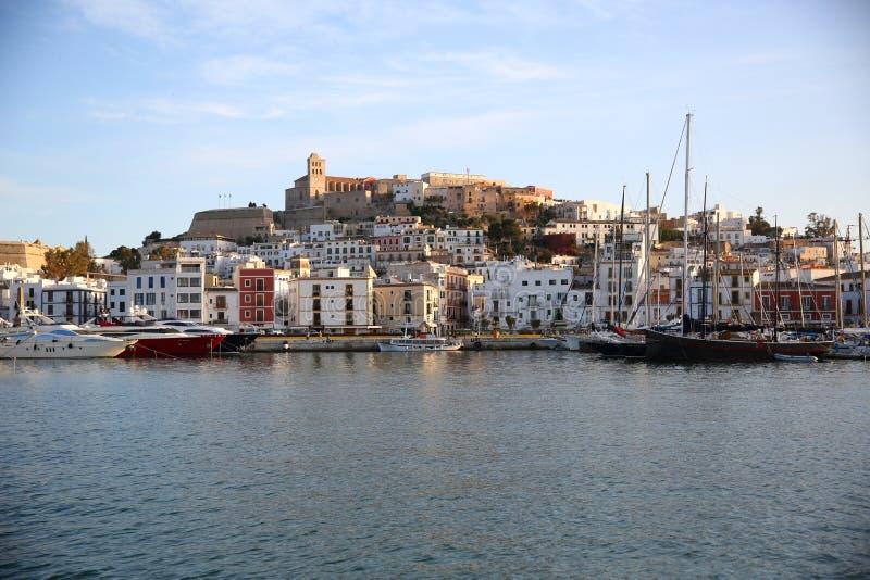 Ibiza stad och hamn arkivfoton