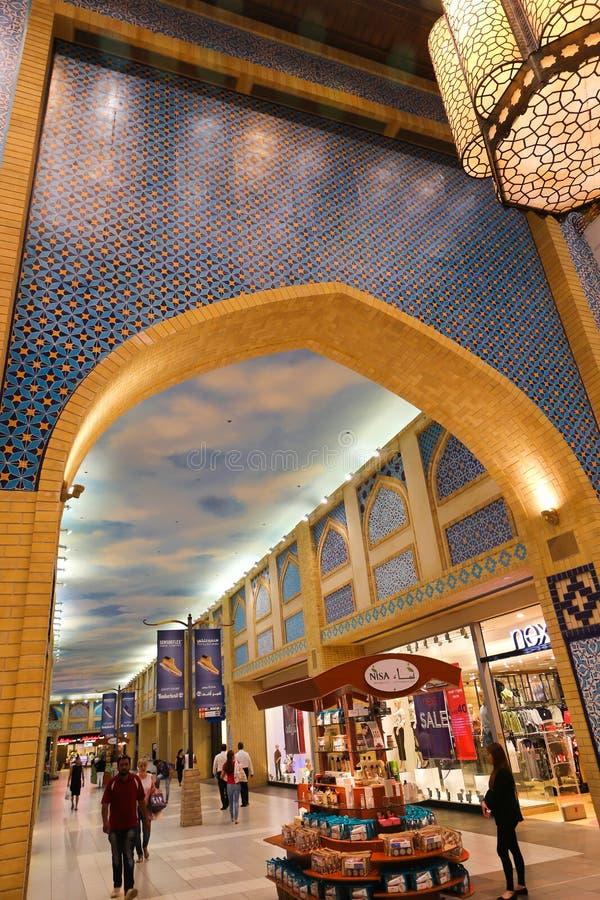 Download Ibn Battuta-winkelcomplex In Doubai Redactionele Afbeelding - Afbeelding bestaande uit stof, avond: 107706070