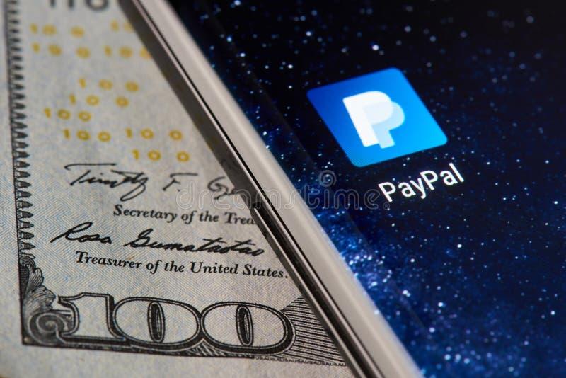 Icône APP de Paypal sur le smartphone photos stock