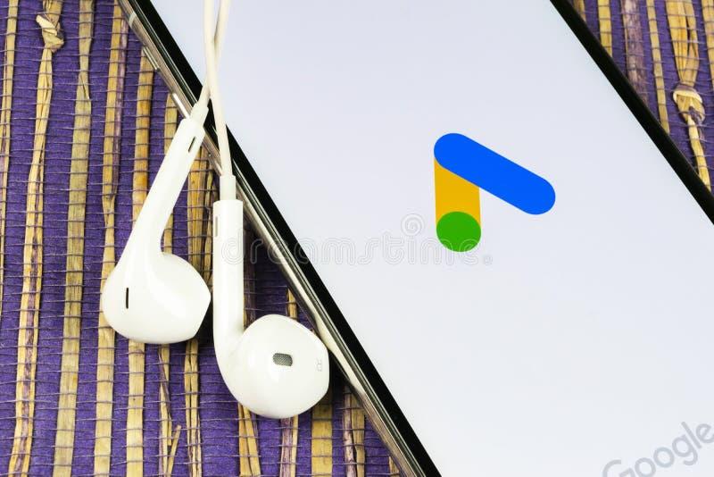 Icône de l'application AdWords de Google Ads sur l'écran Apple iPhone X Icône des mots d'annonce Google Application de mots d'ajo photo libre de droits