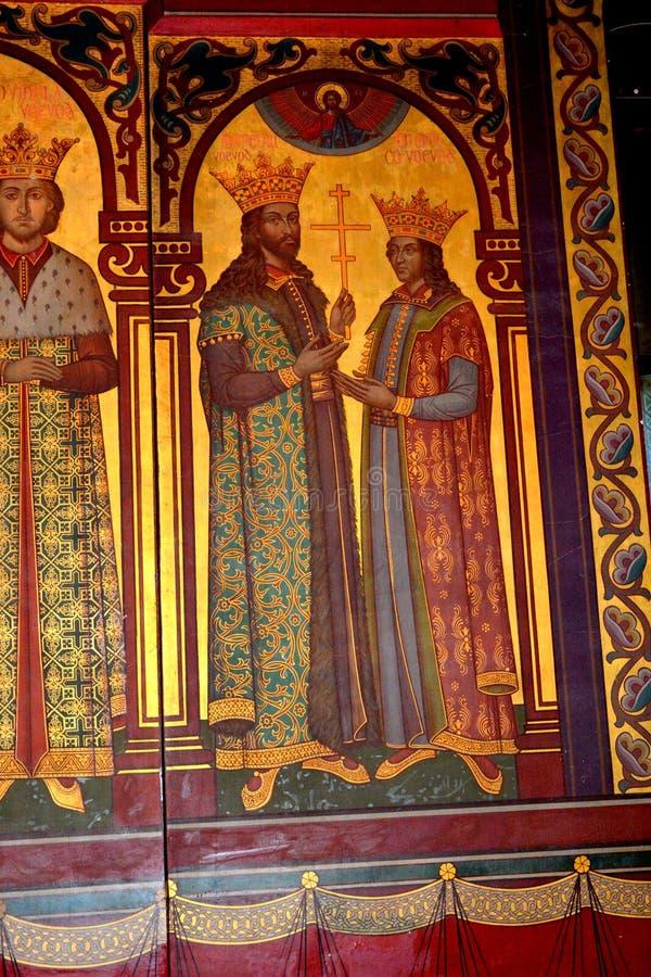 Icônes à l'intérieur de la cathédrale du début du 16ème siècle de Curtea de Arges image stock