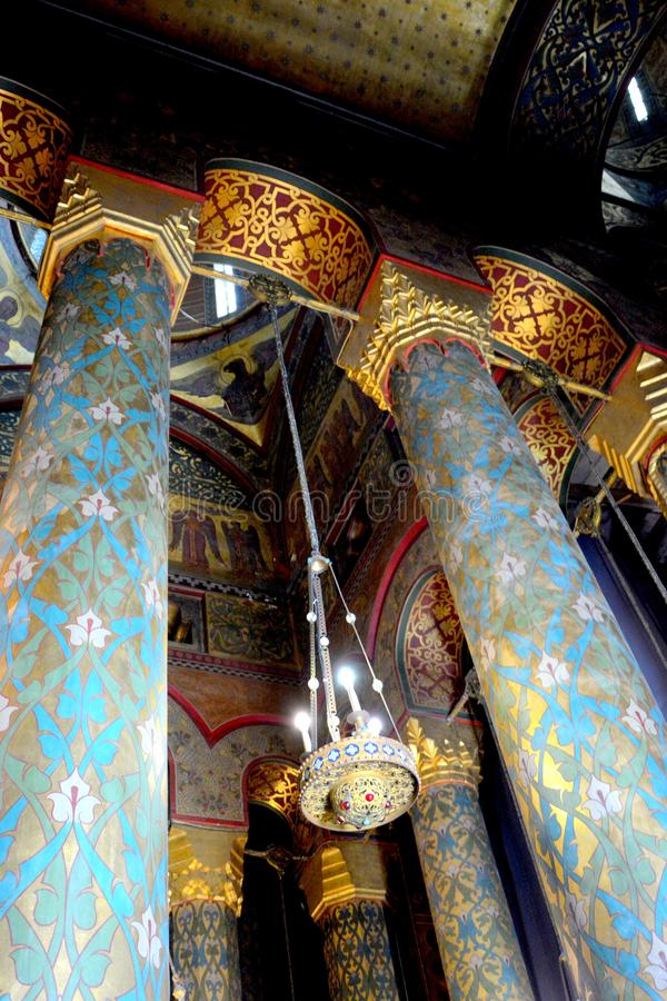 Icônes à l'intérieur de la cathédrale du début du 16ème siècle de Curtea de Arges images stock
