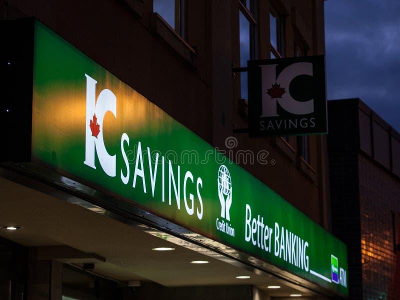 IC besparinglogo framme av deras kontor i i stadens centrum Toronto, Ontario IC besparingar ?r en kreditkassa som specialiseras,  royaltyfria bilder