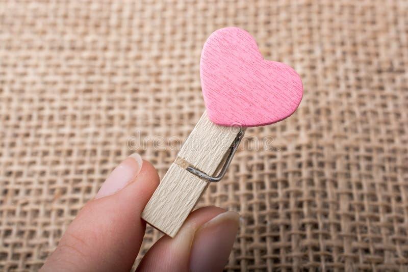 Download Icône De Forme De Coeur Attachée à La Pince à Linge Image stock - Image du symbole, cher: 87702541