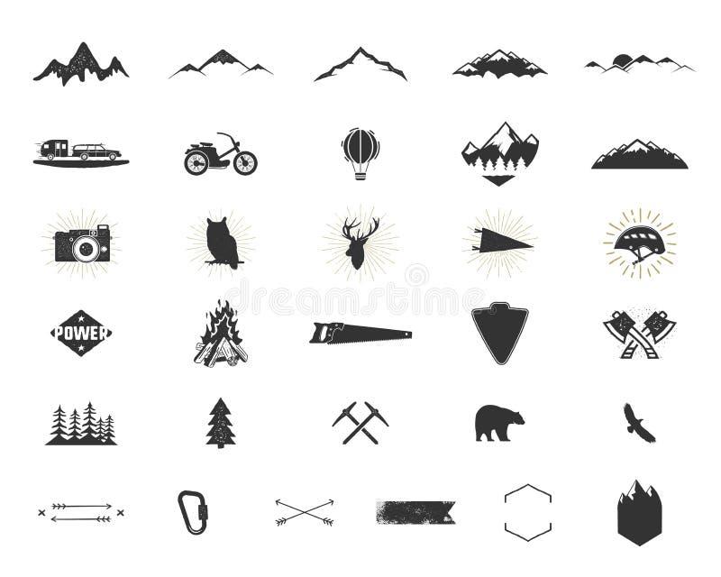 Icônes extérieures de silhouette d'aventure réglées Montée et collection de formes de camping Paquet noir simple de pictogrammes  illustration stock