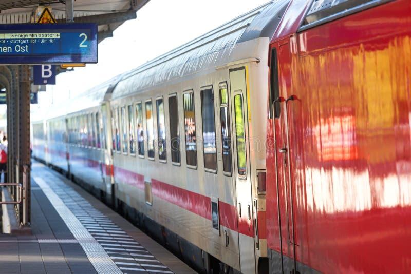 IC-Trein in bensheim Duitsland stock foto's