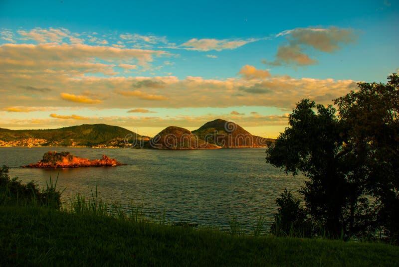 Icarai海滩和邻里,尼泰罗伊,里约热内卢,巴西状态  免版税图库摄影