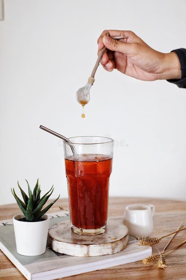 Ice Tea met Drop of the Tea royalty-vrije stock foto's