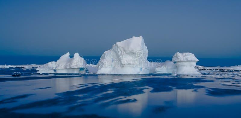 Iceberg antártico imagen de archivo
