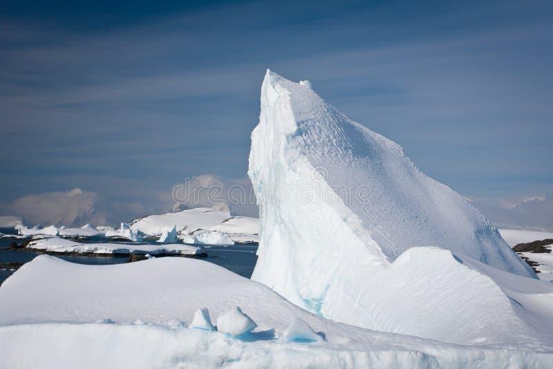 Iceberg antártico imagenes de archivo