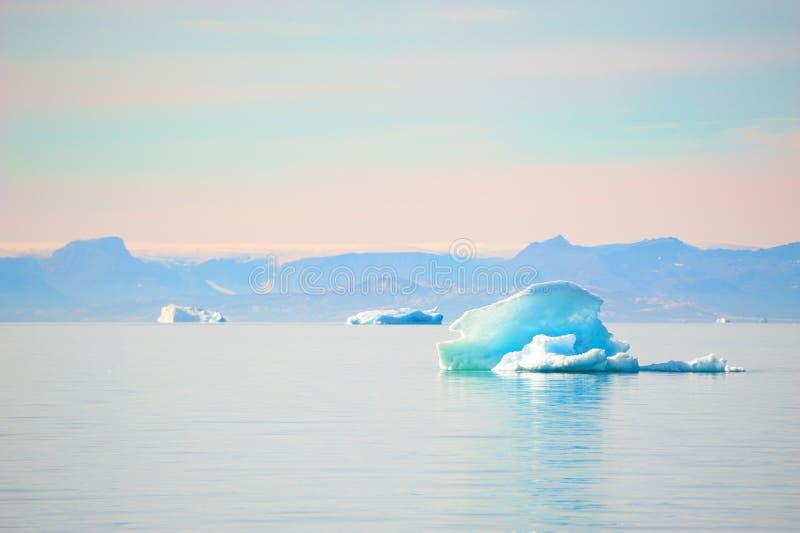 Iceberg blu in icefjord di Ilulissat, Groenlandia immagine stock