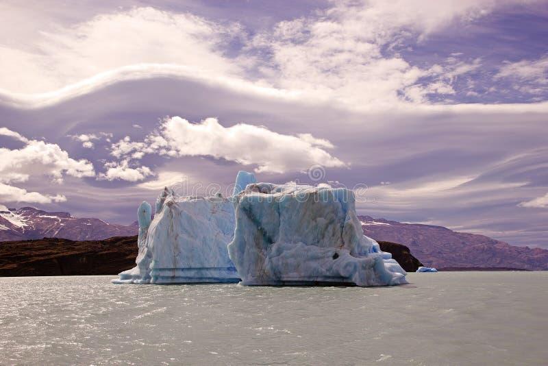 Iceberg da geleira em Argentino Lake, Argentina de Upsala foto de stock