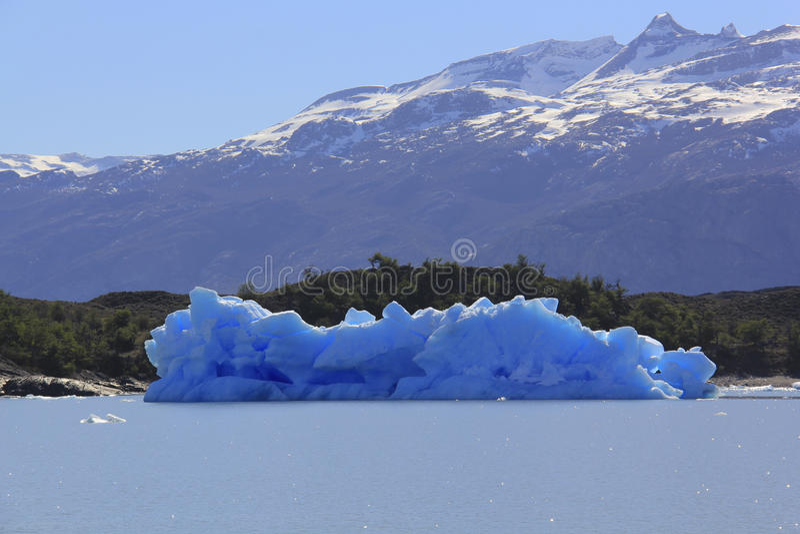 Iceberg dal ghiacciaio fotografie stock libere da diritti