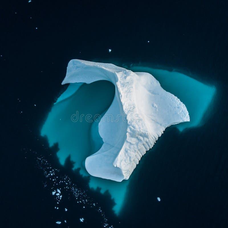 Iceberg em Gronel?ndia Vista superior Dê forma ao undrwater imagens de stock royalty free