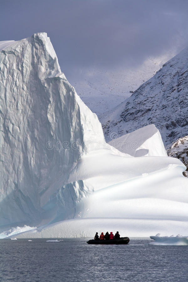 Iceberg em Scoresbysund - Greenland imagem de stock