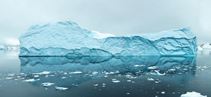 Iceberg en Antartica imagen de archivo libre de regalías