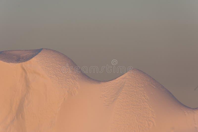 Iceberg nel sole di mezzanotte, Ilulissat, Groenlandia fotografie stock libere da diritti