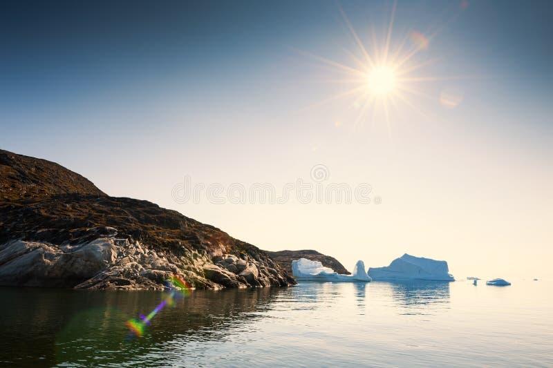 Iceberg nell'Oceano Atlantico vicino alla costa, Groenlandia fotografia stock libera da diritti