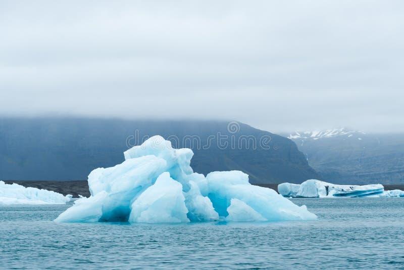 Iceberg nella laguna glaciale Jokulsarlon, Islanda fotografia stock libera da diritti