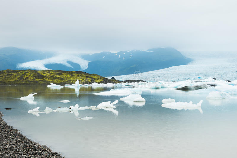 Iceberg no lago glacial, lagoa de Fjallsarlon, Islândia foto de stock royalty free