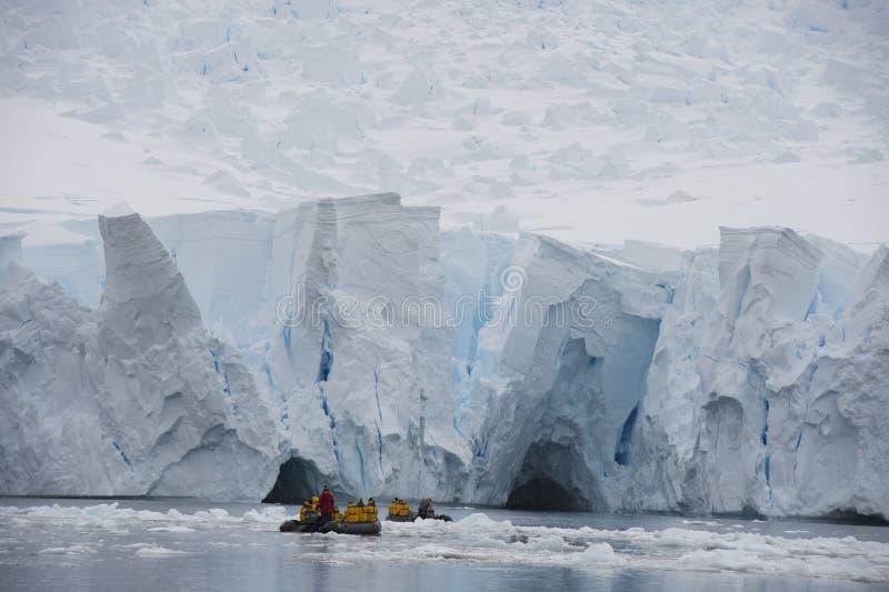 Iceberg outre de côte de l'Antarctique photographie stock libre de droits