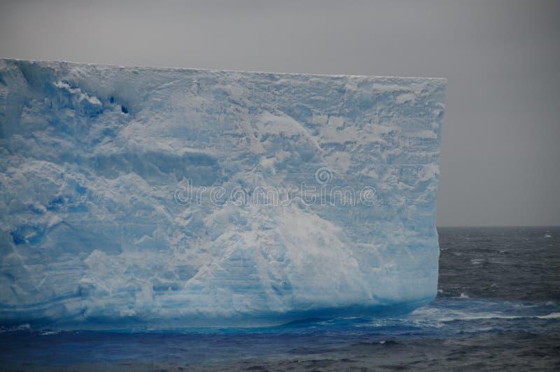 Iceberg tabulaire géant en mer d'Anarctic Weddell images stock