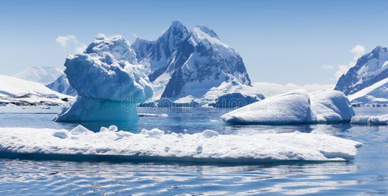icebergs fotos de stock