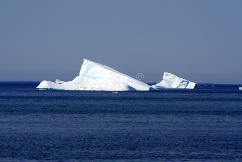 Download Icebergs image stock. Image du tourisme, terre, côte, touriste - 8655815