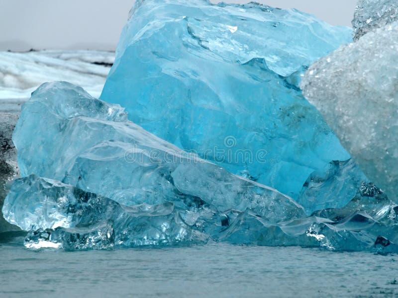Icebergs dans Jokulsarlon, Islande photographie stock
