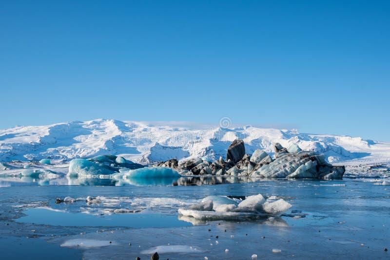 Icebergs dans la lagune du glacier Jokulsarlon, au sud de l'Islande images libres de droits
