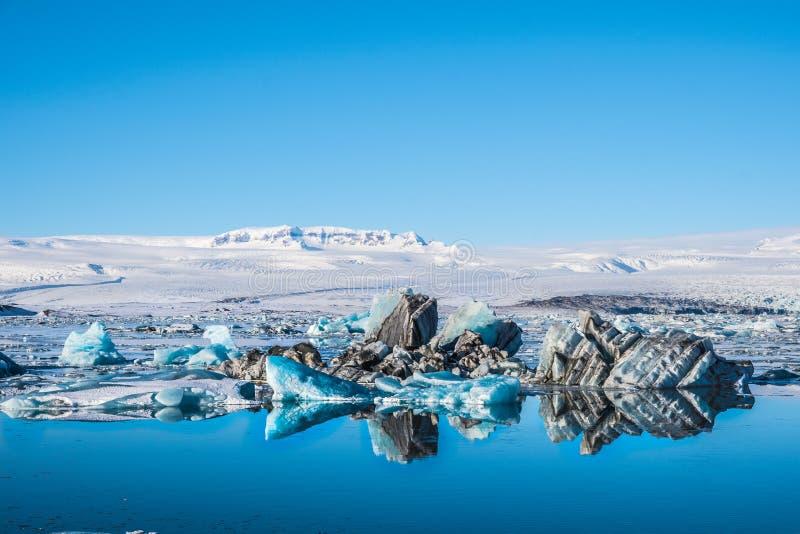 Icebergs dans la lagune du glacier Jokulsarlon, au sud de l'Islande image stock