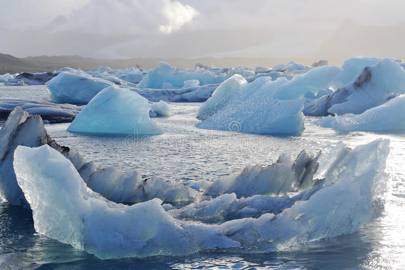 Icebergs de fonte à la lagune de Jokulsarlon, Islande images libres de droits
