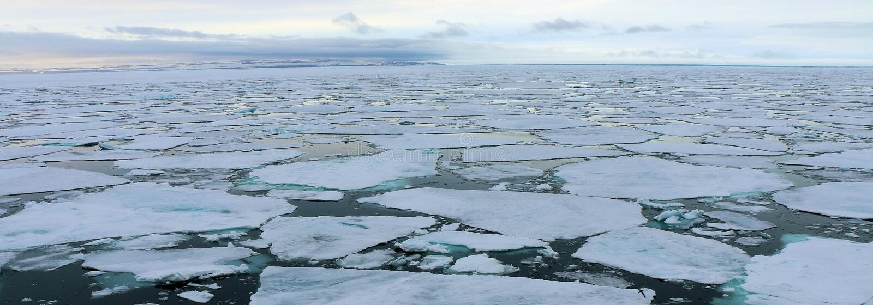 Icebergs en el ártico imagen de archivo libre de regalías