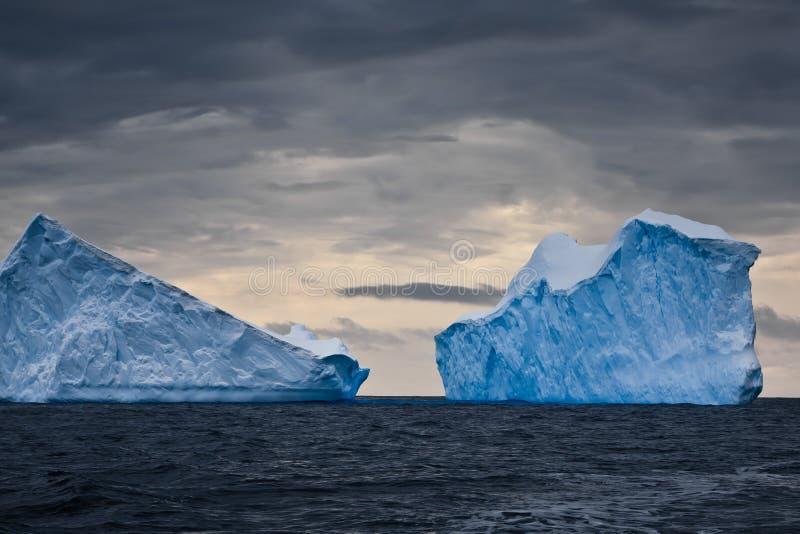 Icebergs enormes en Ant3artida fotografía de archivo