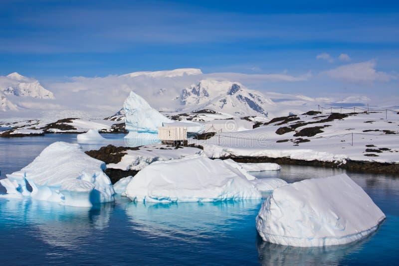 Icebergs enormes en Ant3artida foto de archivo