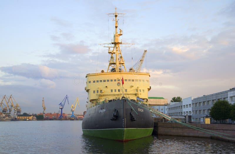 Icebreaker ` Krasin ` op de avond Neva St Petersburg royalty-vrije stock fotografie