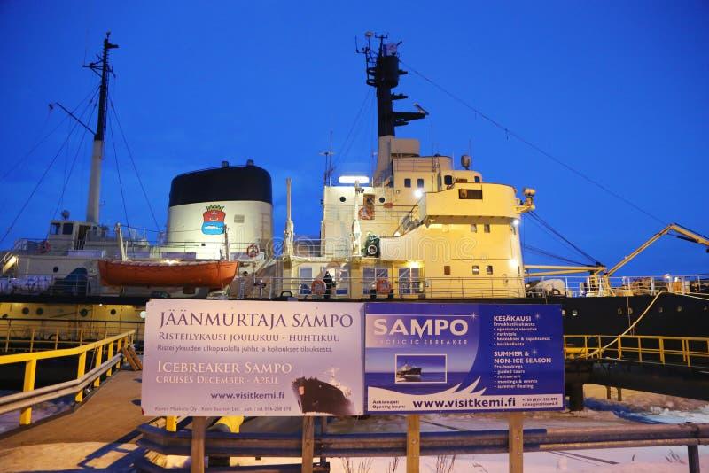 Icebreaker Sampo w schronieniu przygotowywającym dla unikalnego rejsu w zamarzniętym morzu bałtyckim Kemi fotografia royalty free